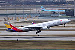 HL7740 - Asiana Airlines - Airbus A330-323 - ICN (17320211362).jpg
