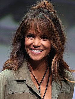 Halle Berry (35954866642) (cropped).jpg