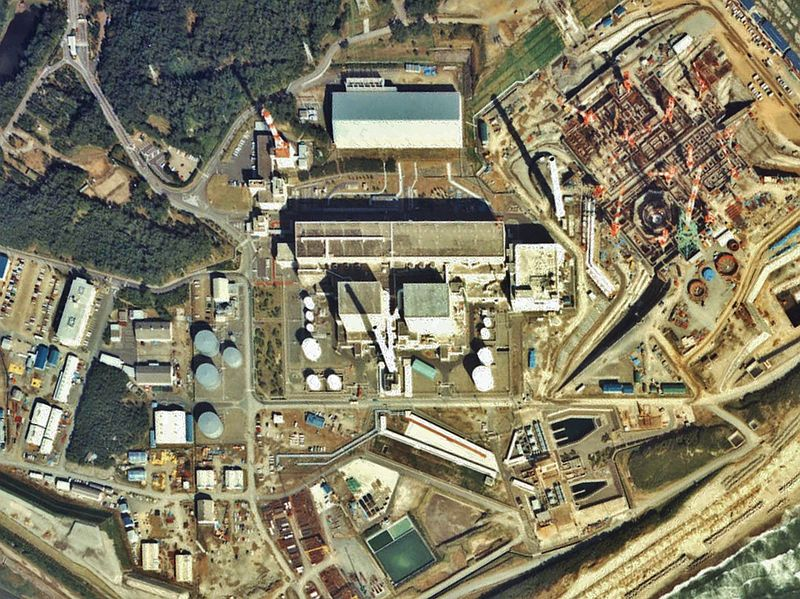 File:Hamaoka NPP unit 1-2-3 1983.jpg