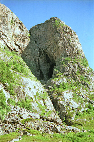 Åfjord - Harbakkhula (cave), with evidence of stone age settlement.
