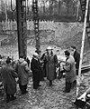 Heien van de eerste paal van de Euromast door burgemeester Van Walsum, Bestanddeelnr 910-0284.jpg