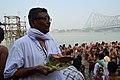 Hindu Priest - Jagannath Ghat - Kolkata 2012-10-15 0665.JPG