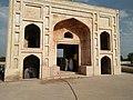 Hiran Minar main entrance by Damn Cruze.jpg