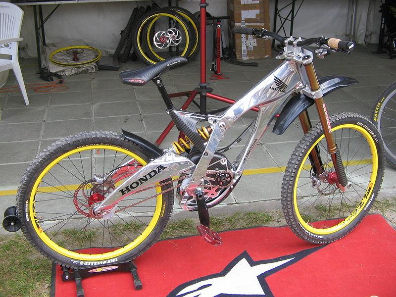 * VTT (Freeride extrême) dans Vidéos spectaculaires 800px-Honda_mountain_bike