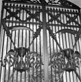 Houten hekvleugels in het oude poortgebouw midden 19e eeuw - Rotterdam - 20191848 - RCE.jpg