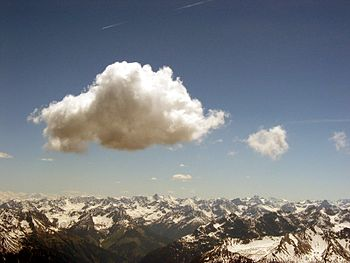 English: Cumulus cloud above Lechtaler Alps, A...