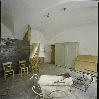 Amerongen Castle - Interior view of the laundry room in the basement, before preservation.
