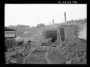 History of coal mining - Iowa coal mine, 1936.