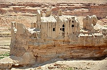 Iran - Fars - Old Historical Castle in Izadkhast - panoramio.jpg