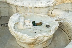 James Scott Memorial Fountain - Image: JSMFLOWERBASINPOOL