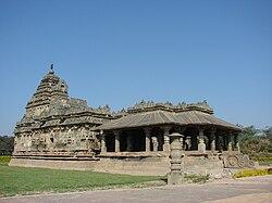 Jain temple at Lakkundi.jpg