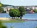 Jezioro Sępoleńskie na pierwszym planie plaża a na dalszym zabudowania Sępólna. - panoramio (1).jpg