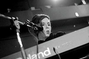 Jolie Holland - Holland at the keyboards