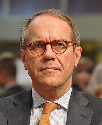 Jorma Ollila, who oversaw the rise of Nokia in the mobile phone market as CEO from 1992 to 2006 Jorma Ollila 2013.jpg
