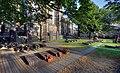 Kölner Dom - Friedhof auf der Ostseite (4634-36).jpg