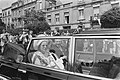 Koningin Juliana rijdt in een open auto door de stad Luxemburg, Bestanddeelnr 924-7100.jpg