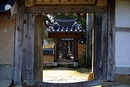 Korea-Andong-Hahoe Okyeonjeongsa-Gate-04.jpg