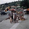 Kraam met rieten tassen en hoeden in Frankrijk, Bestanddeelnr 254-6024.jpg