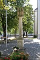 Kroatisch Minihof - Familiensäule, Kirchenplatz.JPG