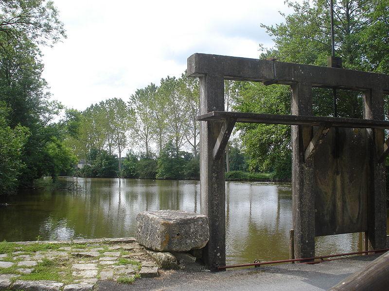 Le pont-écluse de Clavières, en 2008.
