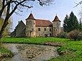 Lantenne-Vertière, le château au bord du ruisseau.jpg