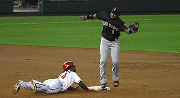 English: Lastings Milledge steals second base ...