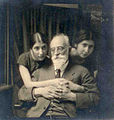 Lazare Solomonovitch Minor avec ses nièces Katia et Lena.jpg