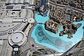 Le plan d'eau au pied de borj Khalifa ou on joue des morceaux de musique avec un jeu d'eau et de lumière (6925663382).jpg