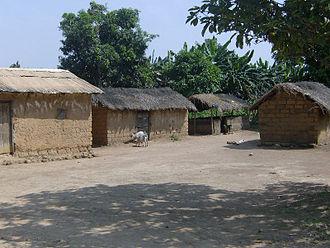 Baboua, Central African Republic - Image: Lehmhuetten in baboua zar