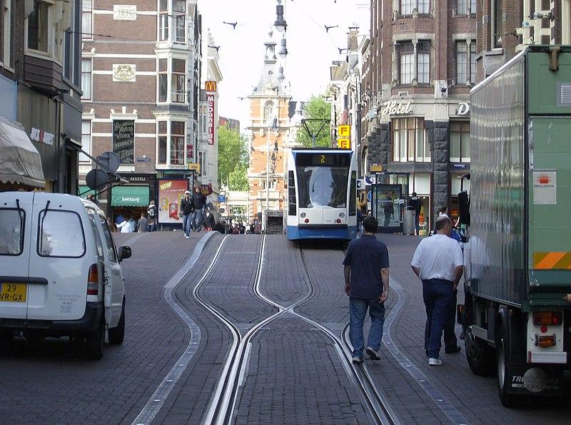 File:Leidsestraat met tram.jpg