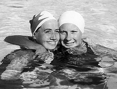 Lenore Kight and Helene Madison 1932.jpg