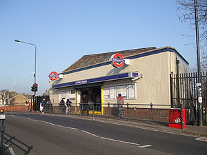 Leyton tube station - Entrance to Leyton High Road