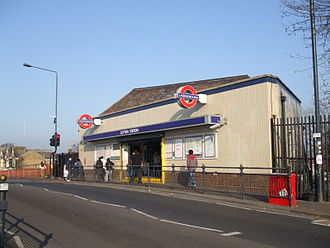Leyton tube station - Entrance to Leyton High Road