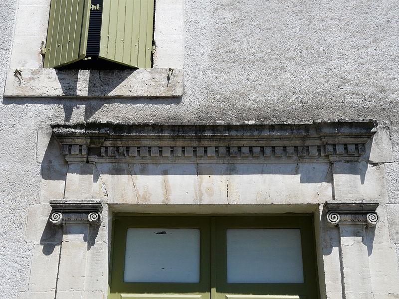 File:Lisle porte ancienne linteau.JPG