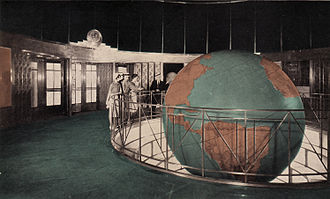 Daily News Building - Image: Lobby and Globe in News Building