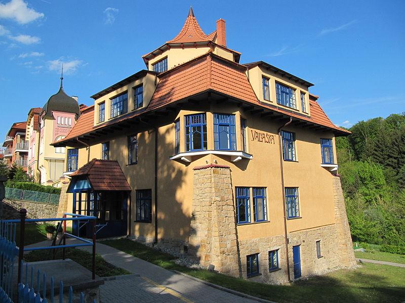 File:Luhačovice, Valaška.jpg