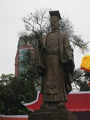 Lý dynasty - Statue of emperor Lý Thái Tổ, Hanoi.