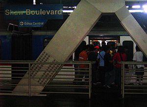 Shaw Boulevard MRT station - Image: MRT 3 Shaw Boulevard Station Platform 1
