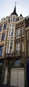 foto van Eclecticische winkelwoning, gebouwd in opdracht van J. De Vries.