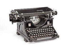 Olivetti - Olivetti M40 typewriter (1930), designed by Camillo Olivetti with Gino Levi Martinoli (Museo nazionale della scienza e della tecnologia Leonardo da Vinci, Milan).