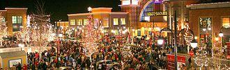 Southlands (Aurora, Colorado) - Main plaza at Southlands