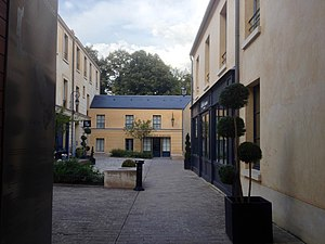 Cour des Senteurs - Image: Maison des Parfums vue de la Cour