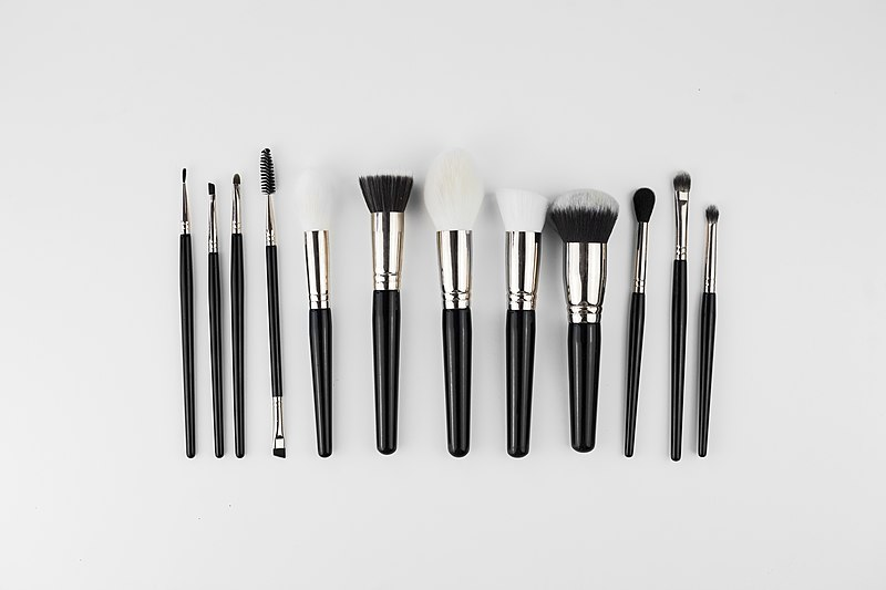 File:Makeup weapons Brushes .jpg