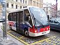 Malostranské náměstí, elektrobus v zastávce, zpředu.jpg