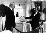 Manfred Börner 1990 Bad Honnef Überreichung Eduard Rhein Preis.jpg