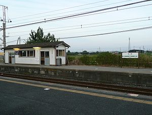 Matsuo Station (Chiba) - View of the platforms, September 2010