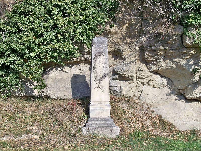 Stèle comémorative 1939-1945, sur la route de Mazan à Mormoiron, Vaucluse