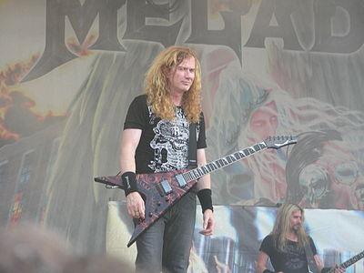 Dave Mustaine with his Dean VMNT USA Gears of War guitar, during the United Abominations tour Megadeth (2).JPG