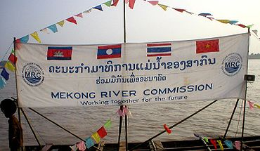 Mekong River Commission banderole au Laos.jpg