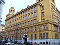 Meziměstská telefonní ústředna Praha, Fibichova, z Kubelíkovy.jpg